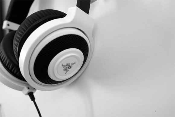 Steps to properly use the in-ear headphones