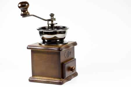 How does a coffee grinder work
