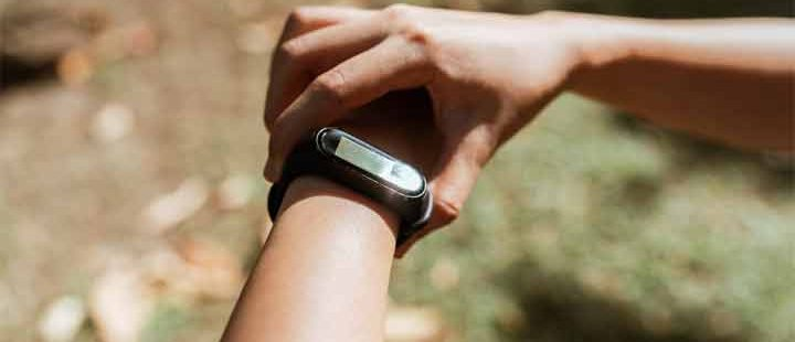 How to Wear a Fitness Tracker?