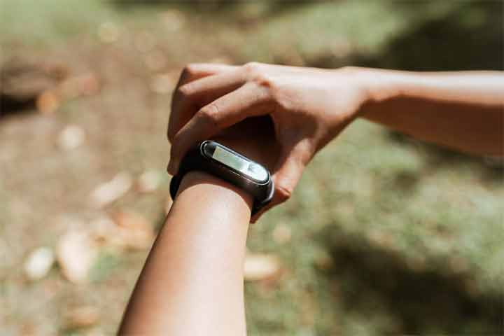 How to Wear a Fitness Tracker